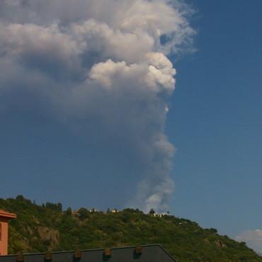 fumo eruzione vulcano